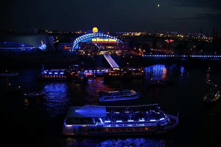 Cruise Days 2019 Parade Der Kreuzfahrtschiffe Mit Feuerwerk Van